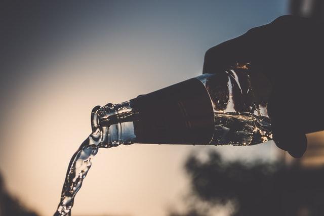 正しい水の飲み方